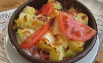 Запечени картофи с шунка
